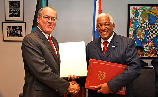 Bahamas signs maritime agreement