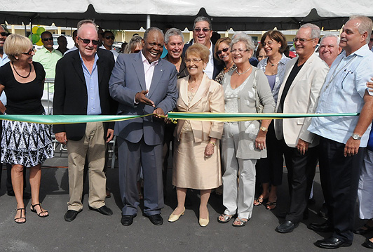 Prime Minister opens new shopping plaza – photo