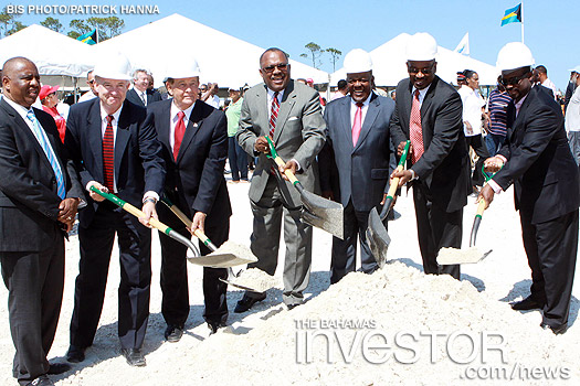 Representatives from the Government and Coastline Construction