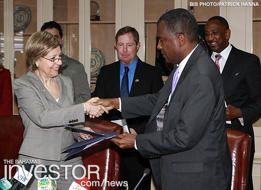 Handshake US Bahamas